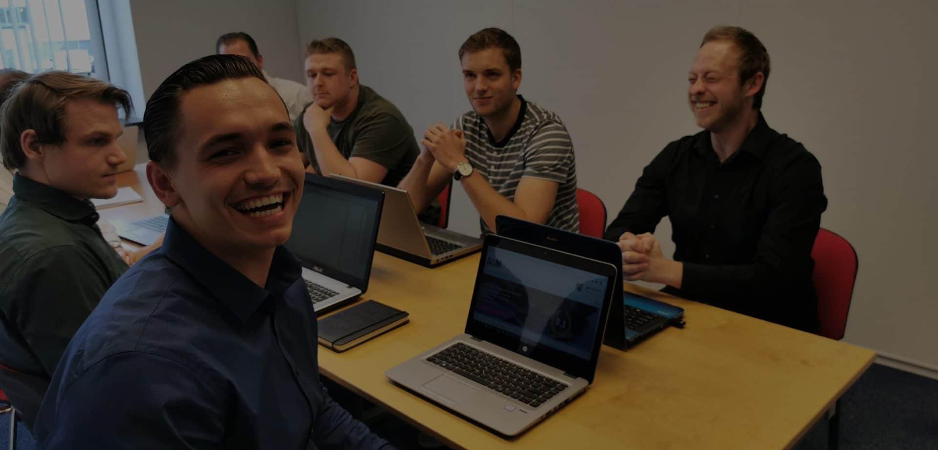 SAM team aan het werk junior lacht
